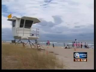 Warm weather lures visitors to the beach