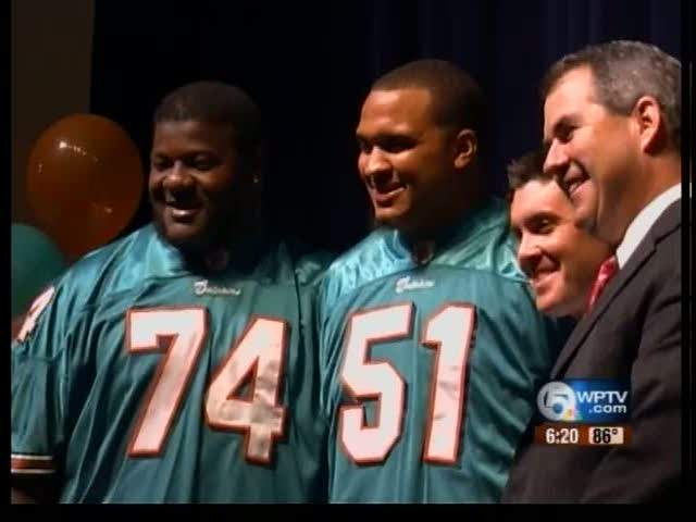 Miami Dolphins surprise 3 students