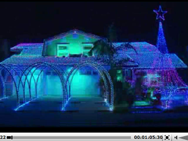 WPTV---Extreme-Christmas-lights-display_20121224075419_JPG