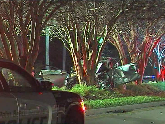Palm Beach Gardens Police Investigating Early Morning Crash On Gardens Parkway