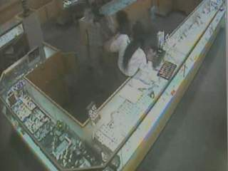 Kay jewelers snellville georgia robbery investigation for Jewelry stores in gwinnett county ga