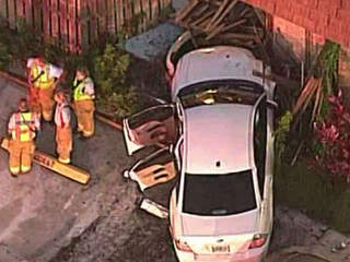 Car slams into building in Greenacres
