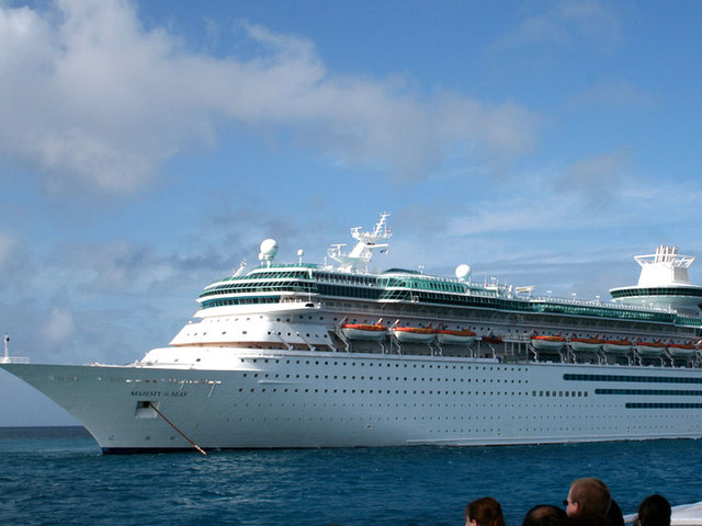 Cruise ship leaves Fla. after life jackets delay departure
