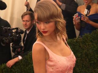 Swift's single heats up web: digital review