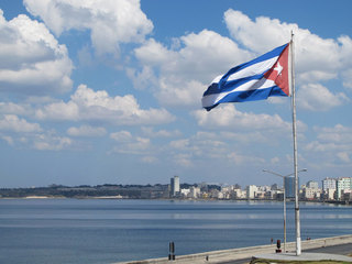AT&T to provide cellphone roaming to Cuba