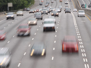 EPA to keep strict gas mileage standards