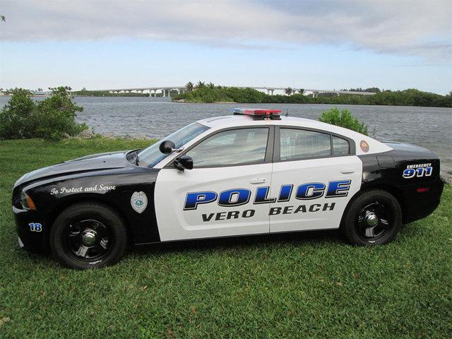 Man's body found inside car in Vero Beach