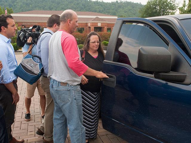 Judge orders defiant Kentucky clerk to jail