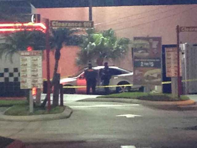 Deputies canvass area near Lake Worth restaurant