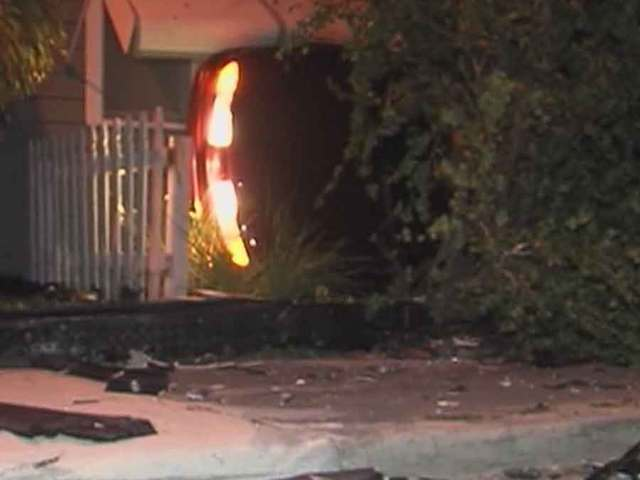 Car crashes into Lake Worth home