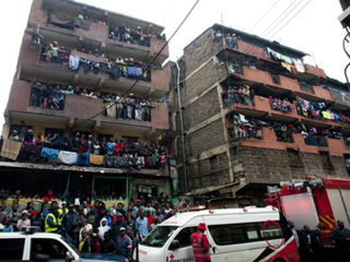 Police: 10 dead in building collapse in Kenya