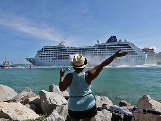 U.S. cruise ship leaves Miami for Cuba