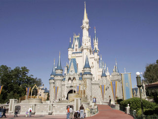 Disney World hiring 3,500 people ahead of summer