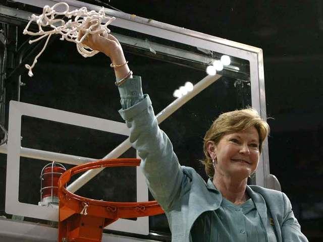 Women's basketball coach Pat Summitt dead at 64