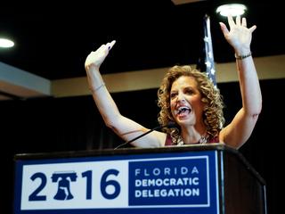 Debbie Wasserman Schultz heckled with boos