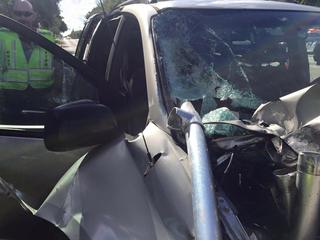 Metal pole nearly impales Broward child in van