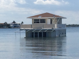Owner of sinking houseboat hopes to save home
