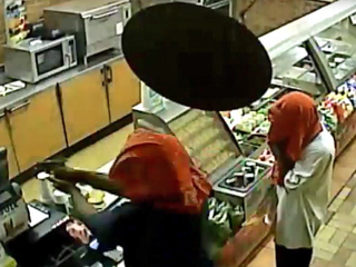 Police seek suspects in Subway stickup