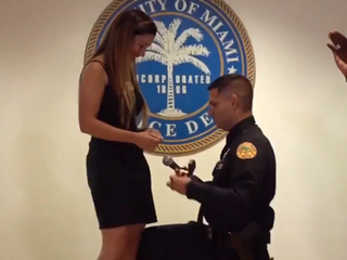 Miami officer proposes to girlfriend at ceremony
