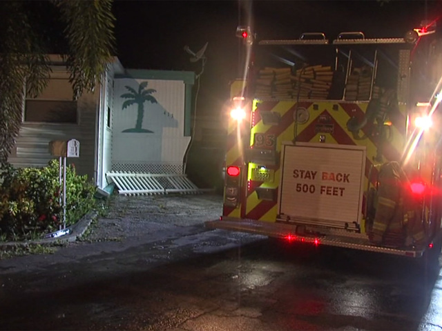 Mobile home destroyed in Lake Worth fire overnight