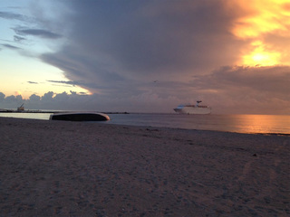 Yacht remains stuck off Palm Beach