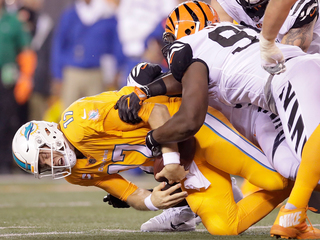 Bengals dominate Dolphins 22-7