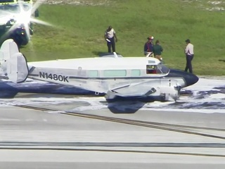 Small plane crashes in Fort Lauderdale