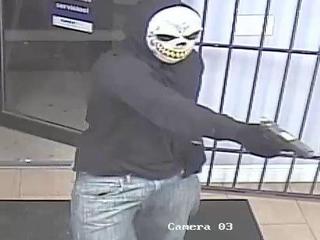 Masked gunman shoots Lake Worth store clerk