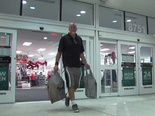 Shoppers make last minute push before Christmas