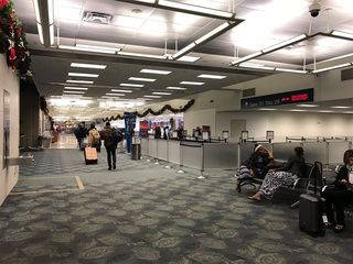 Flooding closes concourse at Lauderdale airport
