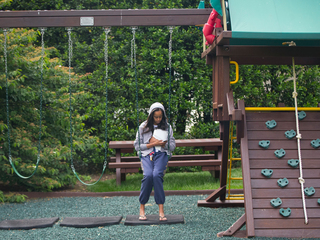 Obamas donate daughters' swing set to shelter
