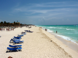 Police: 4 killed in shooting at Mexican resort