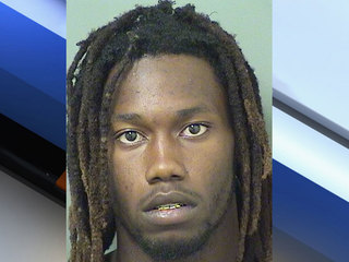 Man accused of trying to sell stolen iPhones