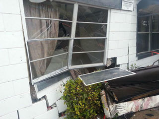 Car crashes into Fort Pierce home, displaces 5
