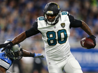 AP source: Thomas passes physical with Dolphins