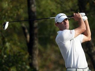 Golfer takes off pants to hit shot at Honda