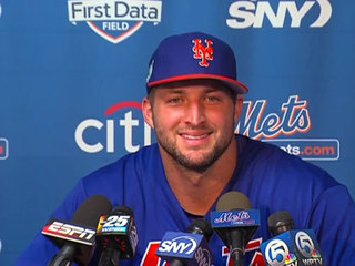 Tim Tebow arrives for Mets spring training