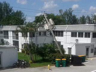 Broken pole leaves 600 without power