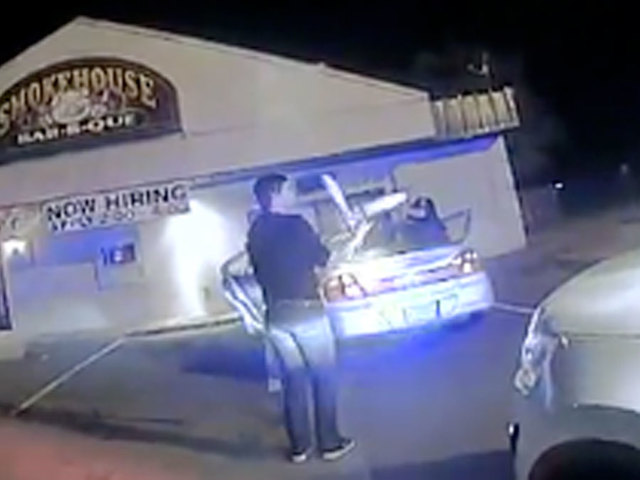 Arkansas college student proves sobriety by juggling during traffic stop