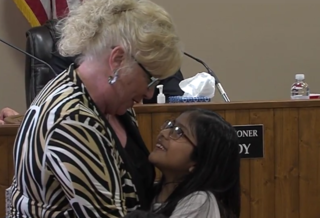 8-year-old girl reads letter to city commission