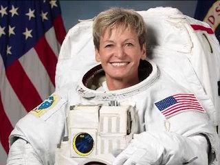 Astronaut breaks American space record