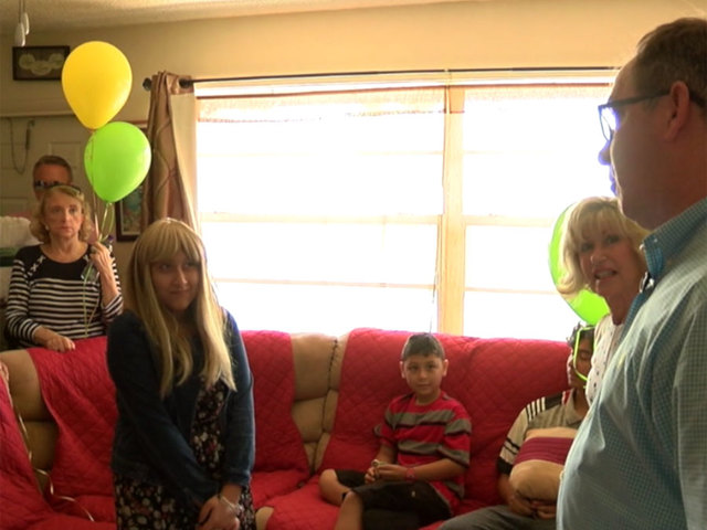 Teen diagnosed with cancer gets a surprise visit to help make her…