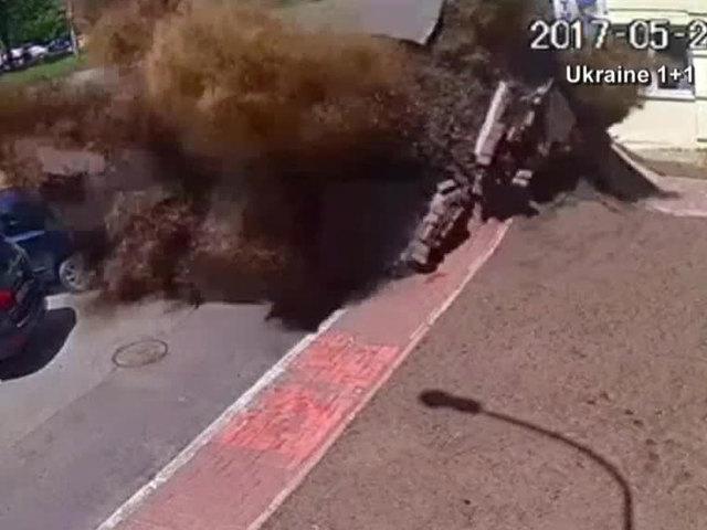 Underground water pipe bursts in Ukraine street