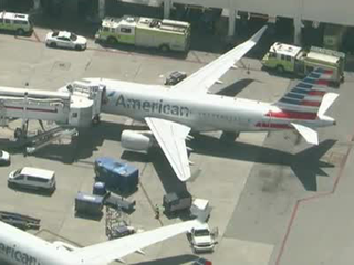 3 hospitalized in Miami after odor on airline