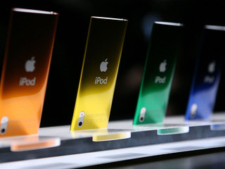 Apple discontinues aging iPods