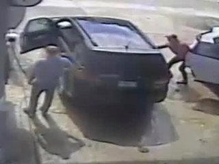 Thief grabs $30K in cash, jewels as man pump gas