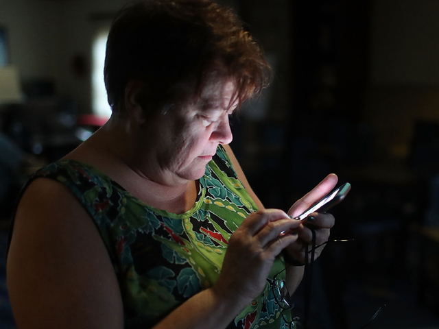 Wireless carriers waive charges for Florida customers in Irma's path