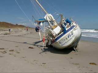 'Ghost ship' washes ashore in Florida
