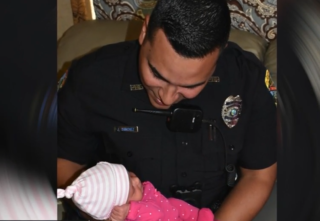 Police officer delivers baby in Florida home