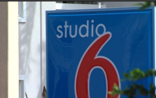 Studio 6 hotel guests given hours to pack up